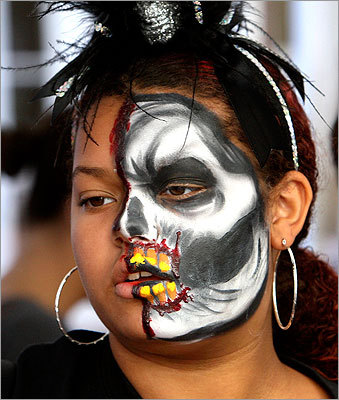 Oneisha Haye sported a painted face while making a purchase.