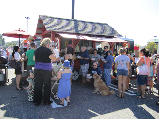 Hopkinton-based hot dog cart Snappy Dogs took their show on the road for the first time to feed the Framingham crowd. The local stand drew in customers with hot dogs for $2.50 and $4.50.