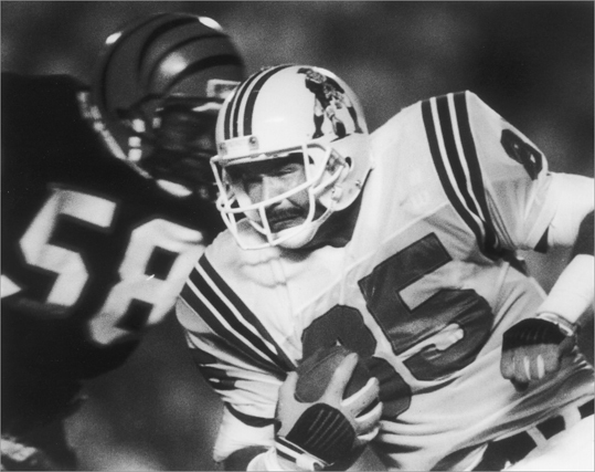Russ Francis Years: 1975-1980; 1987-1988 Stats: Francis caught 207 for 3,157 yards while a Patriot and scored 28 touchdowns. Extras: Francis was drafted in the first round by the Patriots in 1975 and played six seasons with New England before moving on to the 49ers. He returned to the Patriots to end his career in 1987 and 1988. Monday Night Football's Howard Cosell would often refer to Francis as an 'All-World tight end.'