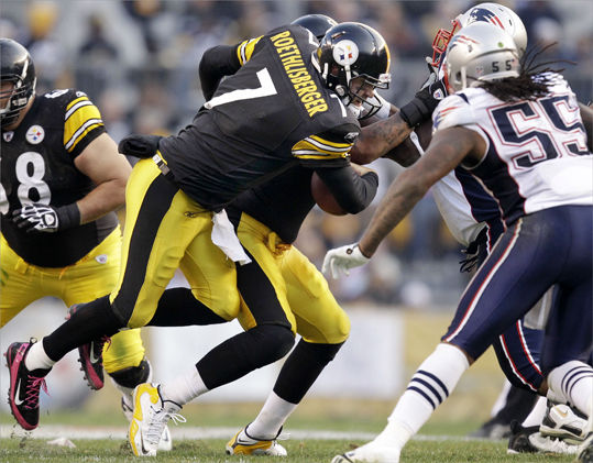 Pittsburgh Steelers quarterback Ben Roethlisberger (7) ran a quarterback sneak for a two-yard gain as New England Patriots linebacker Brandon Spikes (55) looks to make the tackle during the second quarter.