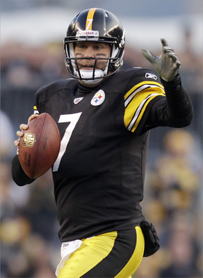 Pittsburgh Steelers quarterback Ben Roethlisberger looked to pass against the Patriots during the second quarter.