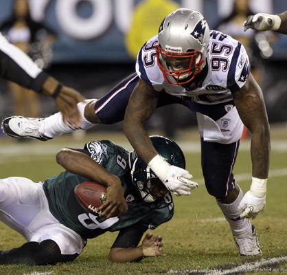 New England Patriots defensive end Mark Anderson (95) reacted after his sack of Philadelphia Eagles quarterback Vince Young (9) during the second half.