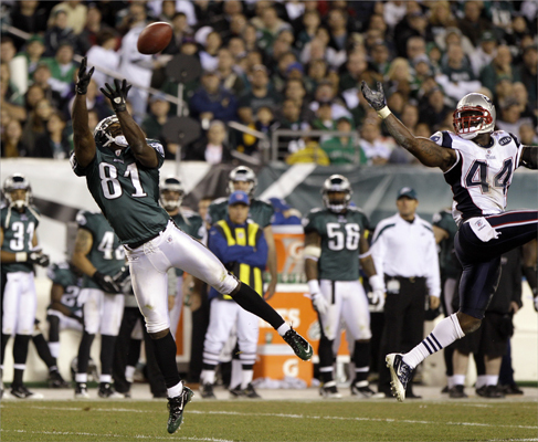 Philadelphia Eagles wide receiver Jason Avant (81) couldn't make the catch as New England Patriots strong safety James Ihedigbo (44) trailed the play during the second half.