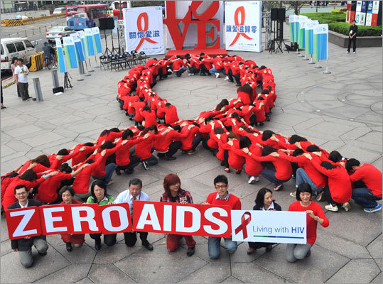 Dozens of volunteers joined a human chain in the form of a red ribbon at a gathering in downtown Taipei on Nov. 30. The theme of the 2011 global campaign to fight AIDS is 'Getting to Zero.'
