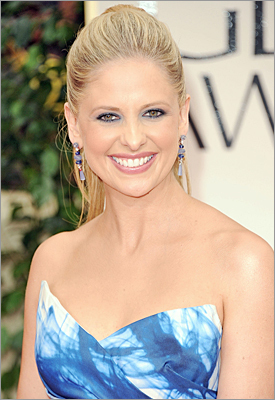 'Ringer' actress Sarah Michelle Gellar in Monique Lhuillier .