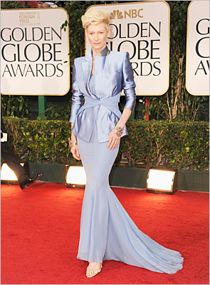 But the cut and the unusual color were a wise choice. Spencer was not the only one to brave the shade. The avant-garde Tilda Swinton also successfully pulled off lavender with panache.