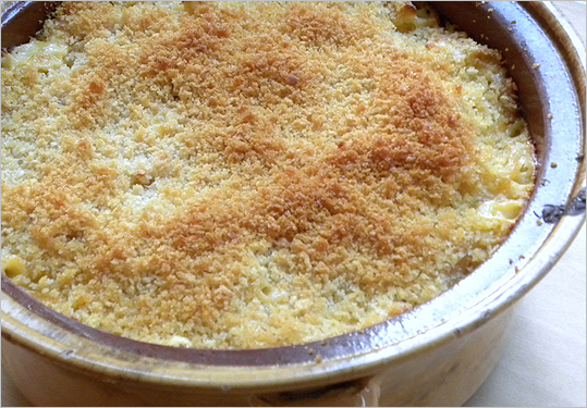 Baked macaroni and cheese with panko crust