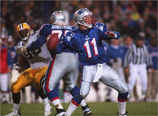 Super Bowl XXXI: Packers 35, Patriots 21 The Patriots couldn't keep up with the Packers on offense or defense. Quarterback Drew Bledsoe was intercepted four times and sacked three times by Reggie White. Green Bay quarterback Brett Favre had two touchdown passes and a rushing score.