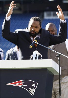 New England Patriots linebacker Jerod Mayo spoke to the crowd during a Super Bowl sendoff event.