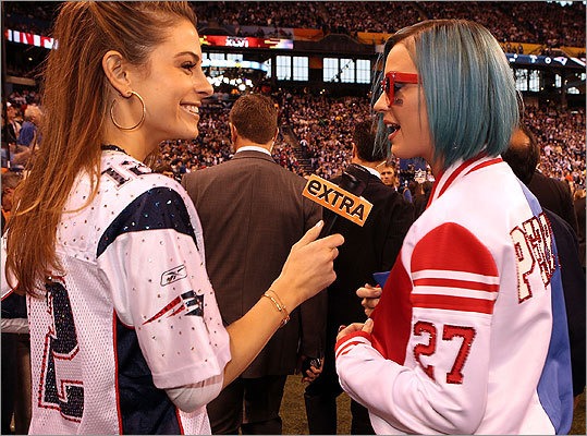 Menounos chatted with singer Katy Perry during the Super Bowl XLVI pregame show in Indianapolis, Ind. on Feb. 5, 2012.