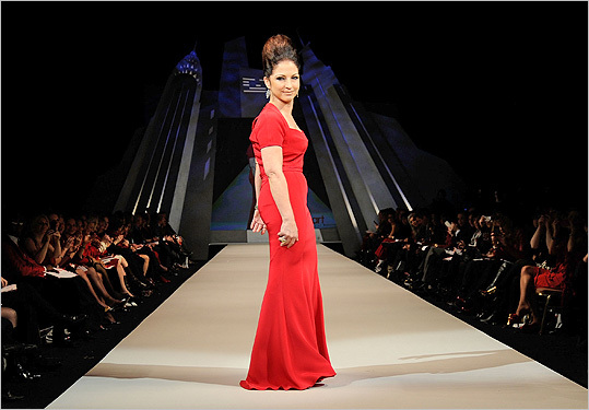 Gloria Estefan in Narciso Rodriguez