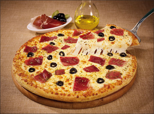 Spain - Patanegra pizza Tomato sauce, mozzarella, Spanish ham, black olives, and fresh sliced tomato are all pretty normal. But as a bonus, the Patanegra pizza comes with a small bottle of olive oil. Want the Patanegra pizza?