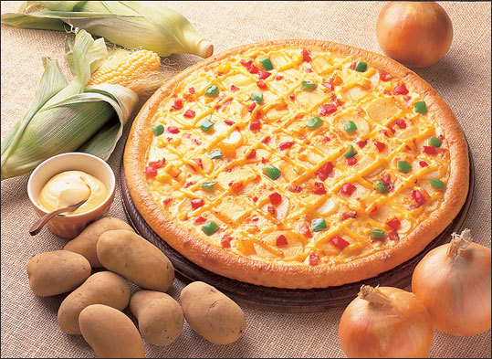 Japan - Mayo Jaga The popular pizza toppings in Japan: bacon, potato, and sweet mayonnaise criss-crossed on top of the pizza. Do you want the Mayo Jaga in America?