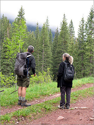 Hike Get outdoors with your honey by taking a hike. Hiking is good, aerobic exercise, which can improve your cardiorespiratory fitness, can help tone your muscles, and strengthen your bones.