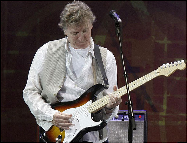 Steve Winwood, shown performing in Chicago in 2010, played a 100-minute set in Boston.