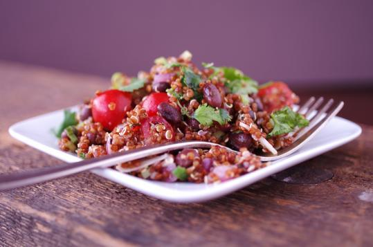 Red quinoa salad with black beans