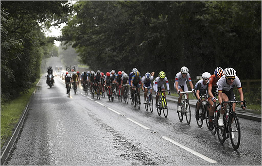 A surge of smartphone use by fans lining the route of cycling races on July 28 jammed signals from GPS locators attached to bikes. When TV commentators couldn't get real-time information, fans took to Twitter to criticize the coverage.