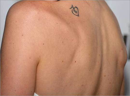 Which AMC actress inked a heart with a music note on her shoulder?