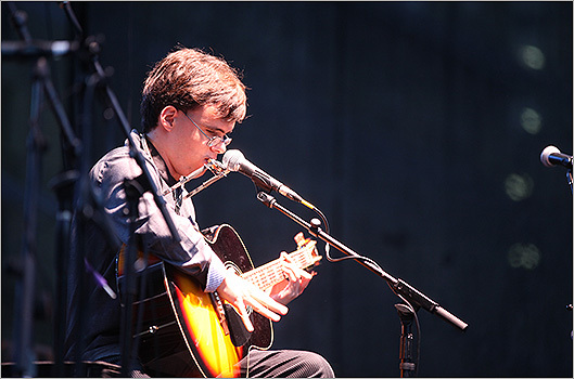Italian blues musician and Berklee College of Music student Noe Socha kicked off Friday's music lineup.