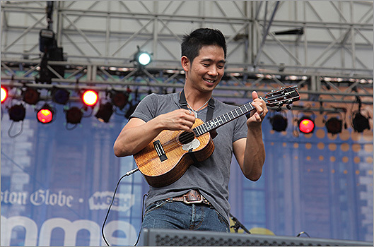Jake Shimabakuro played his ukelele at 3:30 p.m.