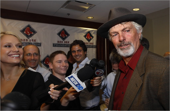 Former Boston Red Sox player Bill Lee, right, addresses the media on Friday, Nov. 7, 2008, in Boston. The Red Sox Hall of Fame inducted Lee and seven new members in the Class of 2008.