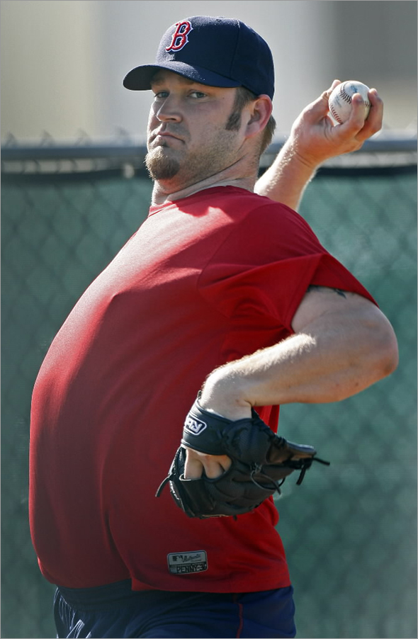New Red Sox pitcher Brad Penny threw in a bullpen this morning.