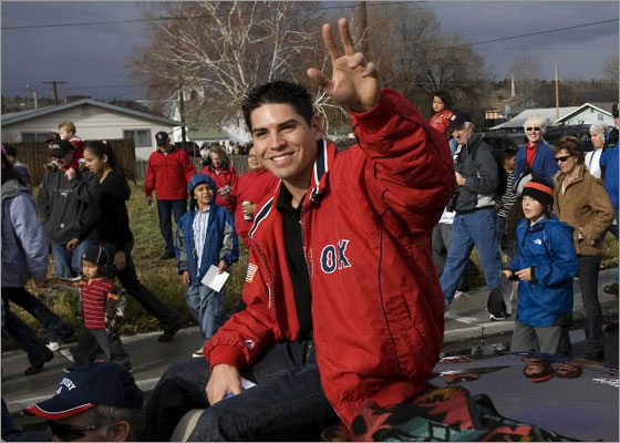 Boston Red Sox outfielder Jacoby Ellsbury receives a hero's welcome in his home town of Madras, Oregon with a parade in his honor.