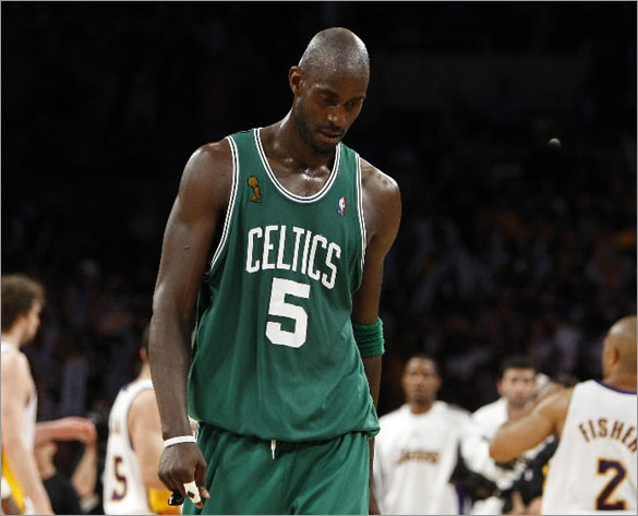 kevin garnett dunk. Kevin Garnett of the Celtics