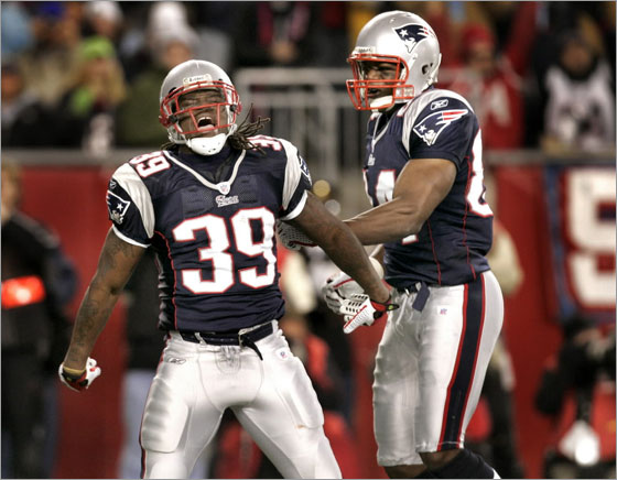 New England Patriots running back Laurence Maroney celebrates his 1st half TD with teammate Benjamin Watson after Maroney's touchdown put the Patriots up 14-7 over the Jaguars.g