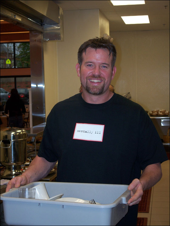 Baseball all-star Sean Casey helping out at the Cor Unum Meal Center in Lawrence in May, 2007