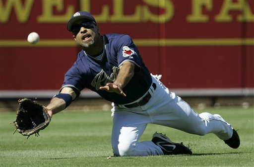San Diego Padres left fielder Dave Roberts makes a diving catch to rob St Louis Cardinals' Ronnie Belliard of a hit during the fourth inning in their National League Division Series baseball game in San Diego, Thursday, Oct. 5, 2006.