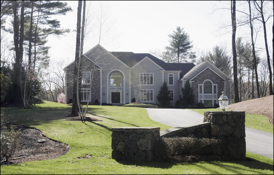 4.26.06: It didn't take Sox center fielder  Coco  Crisp and wife, Maria, long to settle on a new spread. The  Crisps have paid nearly $1.8 mil for a 6,000 plus sq. ft. manse on three acres overlooking the Ipswich River in this town. The home is on Devonshire Rd., 23 miles away from Fenway.