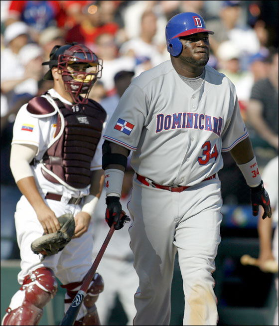 Ortiz leads the Dominican Republic to first win
