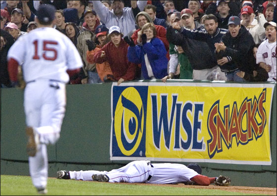 Red Sox rightfielder Eric Hinske makes a spectacular fifth inning catch against the  Tigers