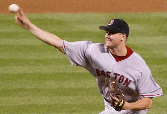 Boston Red Sox relief pitcher Jonathan Papelbon delivers a pitch against the Baltimore Orioles in the ninth inning of their game in Baltimore, Maryland May 16, 2006. Papelbon pitched a scoreless ninth inning to record his major league leading 14th save of the season as the Red Sox won the game 6-5.