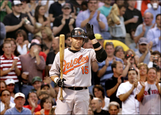 Kevin Millar acknowledges the standing ovation he received from the fans in his first trip back to Fenway as a member of the Baltimore Orioles.