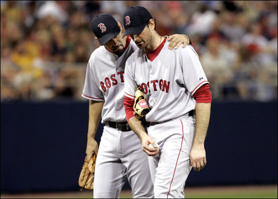 Red Sox starting pitcher Matt Clement (R) is consoled on the mound by teammate third baseman Mike Lowell before he is taken out of the game during the fifth inning of the American League baseball game against the Minnesota Twins at the Metrodome in Minneapolis June 14, 2006.