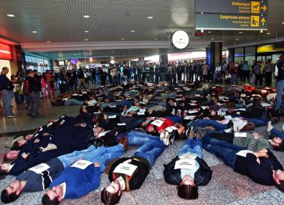 Family members and friends of the victims of the TAM Airlines 320 crash protested against air safety conditions in Brazil.