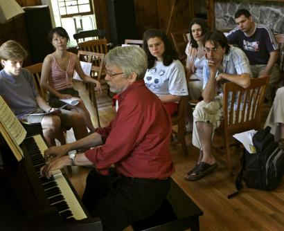 John Harbison plays a piece for Tanglewood composition fellows (from left) Andrew McPherson, Kay Rhie, Alexandra Fol, Kati Agócs, Fabrizio Rat Ferrero, and Asaf Peres.