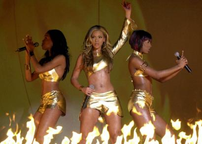 Beyoncé (flanked by Michelle Williams, left, and Kelly Rowland in 2001) first received criticism after her father changed the personnel in Destiny's Child.