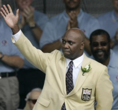Thurman Thomas waves as he is introduced as one of the Hall of Fame's Class of 2007.