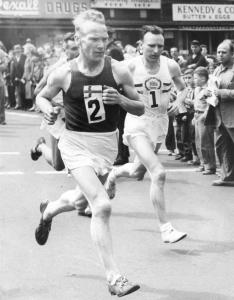 Veikko Karvonen of Finland and Jim Peters of England during the 1954 Boston Marathon. Mr. Karvonen won the race.