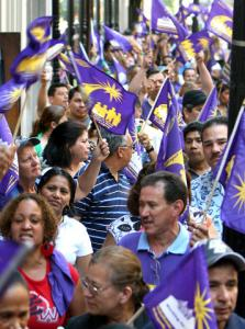 The estimated 500 unionized janitors who marched yesterday also demanded better healthcare benefits.
