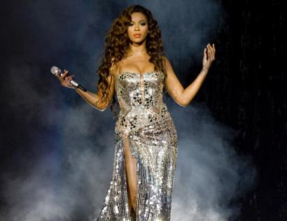 Singer Beyonce sizzled for fans at the TD Banknorth Garden last night.
