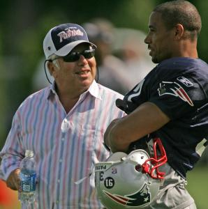Patriots owner Robert Kraft visits with safety Rodney Harrison during practice yesterday.