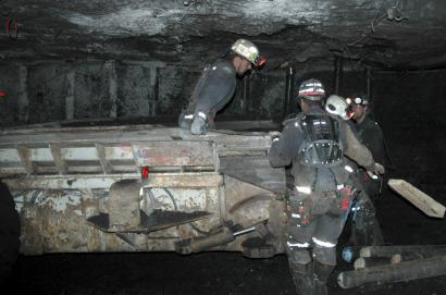 In an around-the-clock effort, workers have been attempting to clear the main passageway of the Crandall Canyon Mine in an effort to reach six trapped miners in Utah.