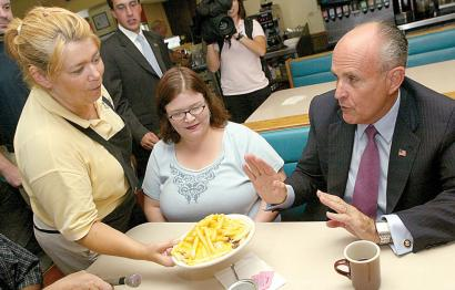 Rudy Giuliani turned down a lunch yesterday offered by Amy Pierson (left), assistant manager of Ross' Restaurant in Bettendorf, Iowa, as he sat with manager Melissa Freidhof-Rogers.