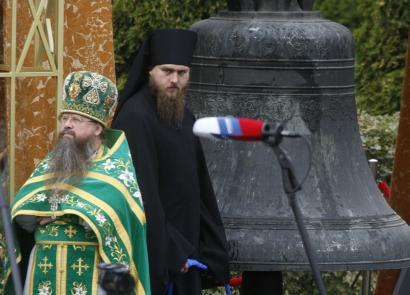 Orthodox clergymen stood in front of the bell during a ceremony at the Danilovsky Monastery in Moscow yesterday.