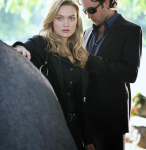 Alex O'Loughlin (with Sophia Myles) plays the undead P.I.
