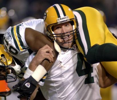 After throwing his tiebreaking 421st touchdown pass, Green Bay's Brett Favre gives a lift to its recipient, Greg Jennings.